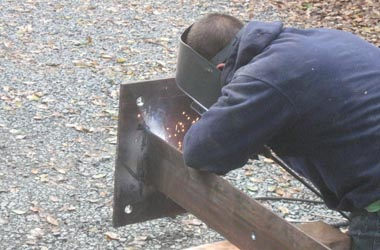 A non-structural plate is welded onto a steel angle iron.
